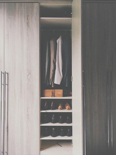 skříň
